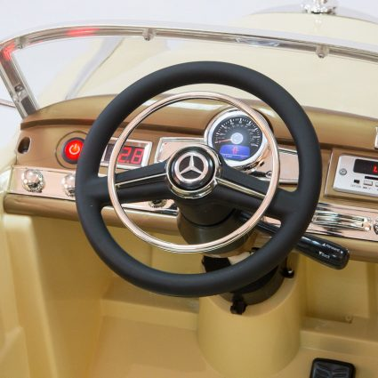 Электромобиль Mercedes-Benz 300S Retro бежевый (АКБ 12v10ah, колеса резина, сиденье кожа, пульт, музыка)